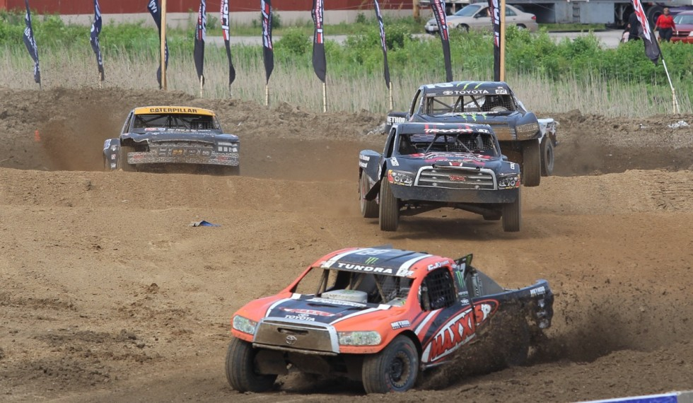 CJ Greaves number 33 Maxxis Tire Pro-4 leads the pack in St. Louis